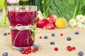 Resultado de imagem para vitamina antienvelhecimento com mirtilos e beterraba