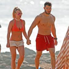Britney spears boyfriend latest breaking news, pictures, photos and video news. Britney Spears And Boyfriend In Hawaii Pictures January 2018 Popsugar Celebrity