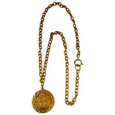 chanel 1980s gold pendant necklace for