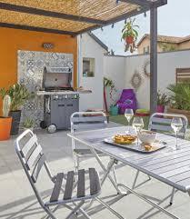 Terrasse Déco Et Colorée Pour Un Ambiance Vacance. #terrasse #barbecue  #jardin