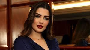 الفاشينيستا الكويتية روان بن حسين تكشف سبب غيابها عن دفن والدتها