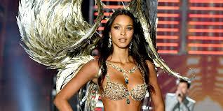 9 pictures of lais ribeiro wearing the fantasy bra