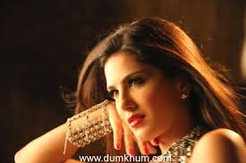 sunny leone to do pink lips for