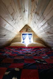 Low Ceiling Attic Bedroom 17 Best Ideas About Small Attic Bedrooms On Pinterest Attic