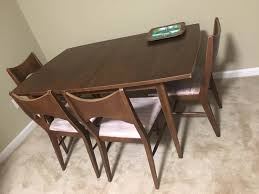 Broyhill Saga Dining Table And Chairs 4999 Needs A Little Tlc But