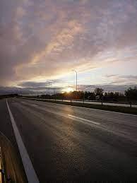 الشروق ، المسار ، غروب الشمس على الطريق السريع ، الطريق بدون سيارات ، طريق  فارغ ، طريق بدون سيارات ، غروب الشمس على الطريق ، أسفلت ، الطريقة المثالية  ، الأسفلت المثالي ، أداء جيد