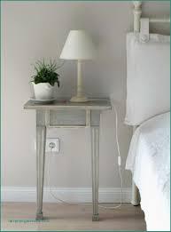 Farbgestaltung Schlafzimmer Lila Streifen Wandgestaltung