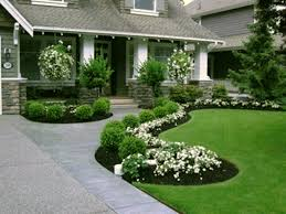 Garden, Marvelous Green Round Rustic Grass Front Yard Designs Decorative  White Flowers Ideas: beautiful