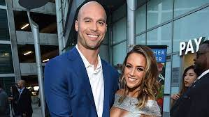Jana kramer is feeling more confident to bare her body. Jana Kramer Admits That She S Embarrassed By The Way Her Marriage To Mike Caussin Is Ending Entertainment Tonight