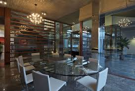 set choosing the type modern glass dining table that suitable with encinthing furniture and white chairs for