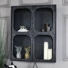 Настенный шкаф стеклянный припрятал