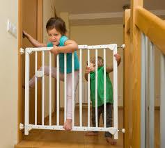 Für eine treppe braucht es gute planungsarbeit damit am ende nicht nur die optik stimmt, sondern auch eine sichere und langjährige verwendung garantiert ist. Treppe Sichern Wie Wann Macht Man Das