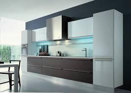 Moderne offene Küche design mit Licht Idee in der Decke als auch