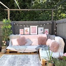 Easy <b>Pallet Corner Sofa</b> • 1001 <b>Pallets</b> | <b>Corner sofa garden</b>, Corner ...
