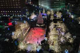 Campus Martius Christmas Tree Lighting 2017 Guide To Detroit Tree Lighting
