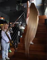 ウクライナの15歳女学生髪の長さ235メートルで記録更新中国網日本語