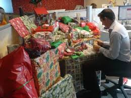 Decorating your office for christmas Diy Wrappeddesk Arnolds Office Furniture How To Decorate Your Office For The Holidays Without Offending Anyone