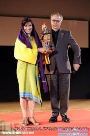 Image result for بازیگرانی که در جشنواره های خارجی به نامحرم دست دادند
