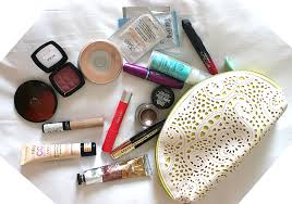 what 39 s in my makeup bag. what s in my handbag essentials pack your travel makeup kit like an expert 39 bag i