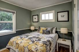 decorating a room with two tone walls