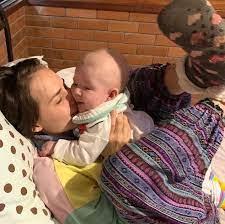 Letícia Colin fala sobre maternidade real, experiência do parto e  amamentação | Famosos