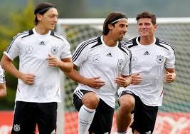 Liga Europa  - Prediksi Belanda vs Jerman: Grup B Piala Eropa 2012, Kamis, 14 Juni 2012, pukul 01.45 WIB