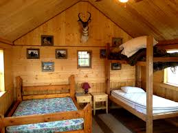 Decorations:Cabin Bedroom And Hunting Room With Wood Clad Walls Also Wooden  Bunk Beds Also