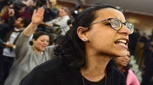 ماهينور المصري تتهم قيادات سجن القناطر بالتسبب بوفاة معتقلة