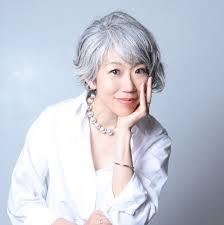 40代女性 白髪染めをやめてかっこいい白髪を目指す