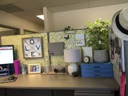 organizing office desk. Office Desks · This Is My Favorite Cubicle Look, Organized And Bright Organizing Desk