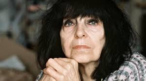 Friederike mayröcker was born in vienna in 1924. Friederike Mayrocker Da Ich Morgens Und Moosgrun Ans Fenster Trete Momente Der Verganglichkeit Archiv