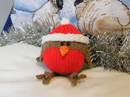 Christmas robin (pattern by Bluesocks Designs). Cutest little knitted  Christmas decoration!