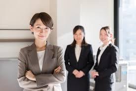 女性の転職活動では面接の服装は何が正解成功する身だしなみとポイント