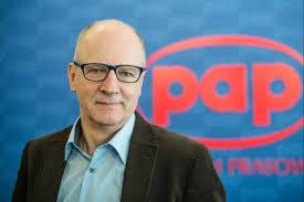 Kim jest Artur Dmochowski, który doprowadził PAP na skraj bankructwa?