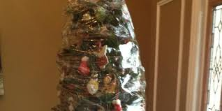 THIS Is How You Take Down A Christmas Tree (PICTURE) | The Huffington Post ?