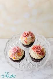 Deceptively Simple Gumpaste Flower Cupcakes Tikkidocom