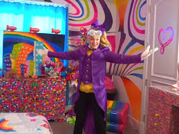 30, jojo posted a house tour of her new digs just a few days after officially moving in. Look Inside Youtuber Jojo Siwa S Candy Themed Bedroom