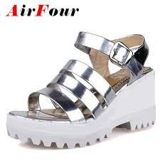 Pin em calçados