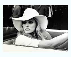 Ursula Andress,