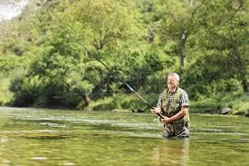Risultati immagini per uomo che pesca torrente