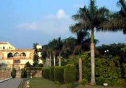 situated at a distance of around 24 kilometres from chandigarh at pinjore the yadavindra gardens are laid on the lines of the mughal gardens of delhi