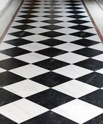 Zwart Wit Vloer Top Zwart En Wit Geblokte Vloer In Gang Foto Van