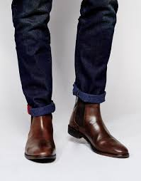 You can buy chelsea boots with different sole types chelsea boots for men can make an outfit look grunge or polished chelsea boots for men look better in black or dark brown. Asos Asos Chelsea Stiefel Aus Leder Bei Asos Chelsea Boots Men Outfit Chelsea Boots Men Brown Leather Chelsea Boots
