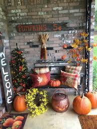 57 Cozy Thanksgiving Porch Décor Ideas - DigsDigs