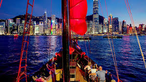 hong kong evening cruise tour in chinese junk boat