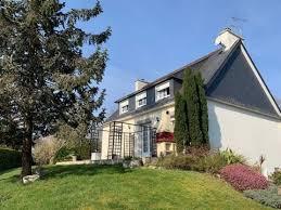 dans un quartier recherché et très proche du centre ville venez visiter cette maison traditionnelle