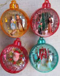 I am quite fond of vintage ornaments, mostly from the '40s through '60s. I  bought the vintage Jewel Brite ornaments that you see above, and have plans  to do ...