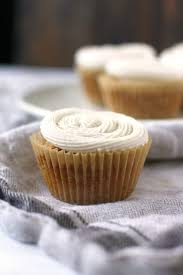 Vegan Vanilla Cupcakes With Buttercream Frosting The Pretty Bee