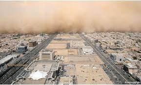 """بالسجن 10 أعوام.. لماذا قررت السعودية محاربة """"هواة الطقس""""؟"""