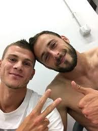 Ahora s oficialmente pienso q estos dos, si los recuperamos, sern los  mejores 'fichajes'. #MiMundo pic.twitter.com/hpTRYIgdvZ